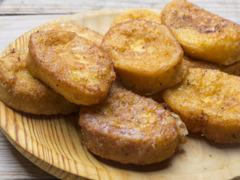 """Put on the apron and learn how to make """"torrijas"""" !!"""